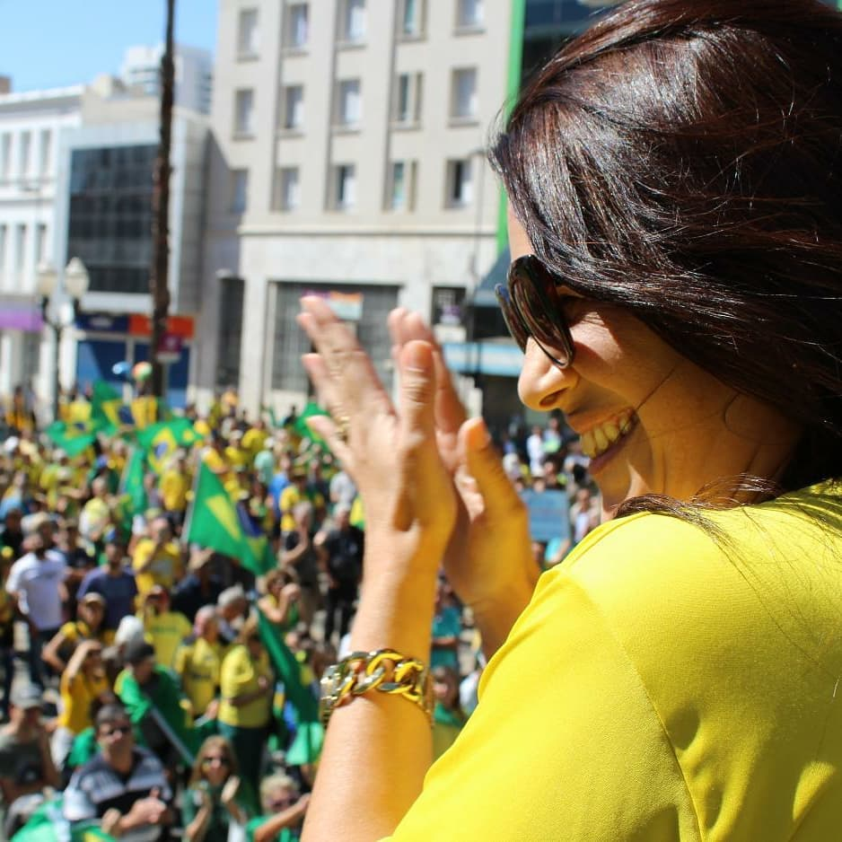 Estou junto com o povo brasileiro que deseja a justiça e que luta por um país melhor