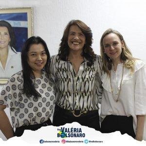 Deputada Valéria Bolsonaro em visita à ONG Instituto Oncoguia
