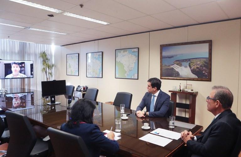 Ministro de Minas e Energia assina contratos da Conta Covid