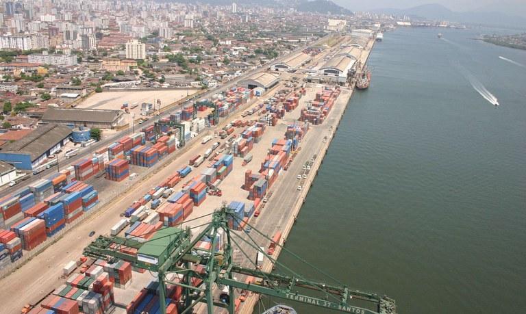 Em Santos, Governo assina contrato de terminais leiloados e visita instalações