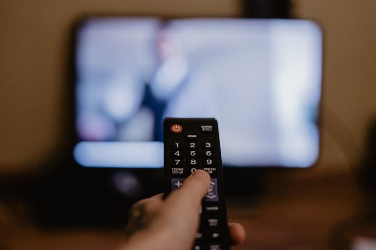 Sociedade pode contribuir com modernização da Lei da TV por assinatura