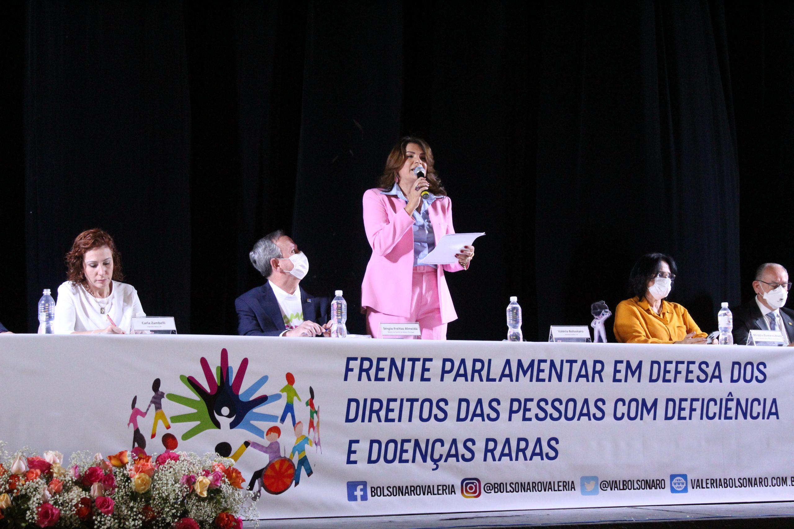 Implantação da Frente Parlamentar das Pessoas com Deficiência e Doenças Raras é um sucesso! Deputada Valéria Bolsonaro reuniu dezenas de municípios paulistas e autoridades de todo o país