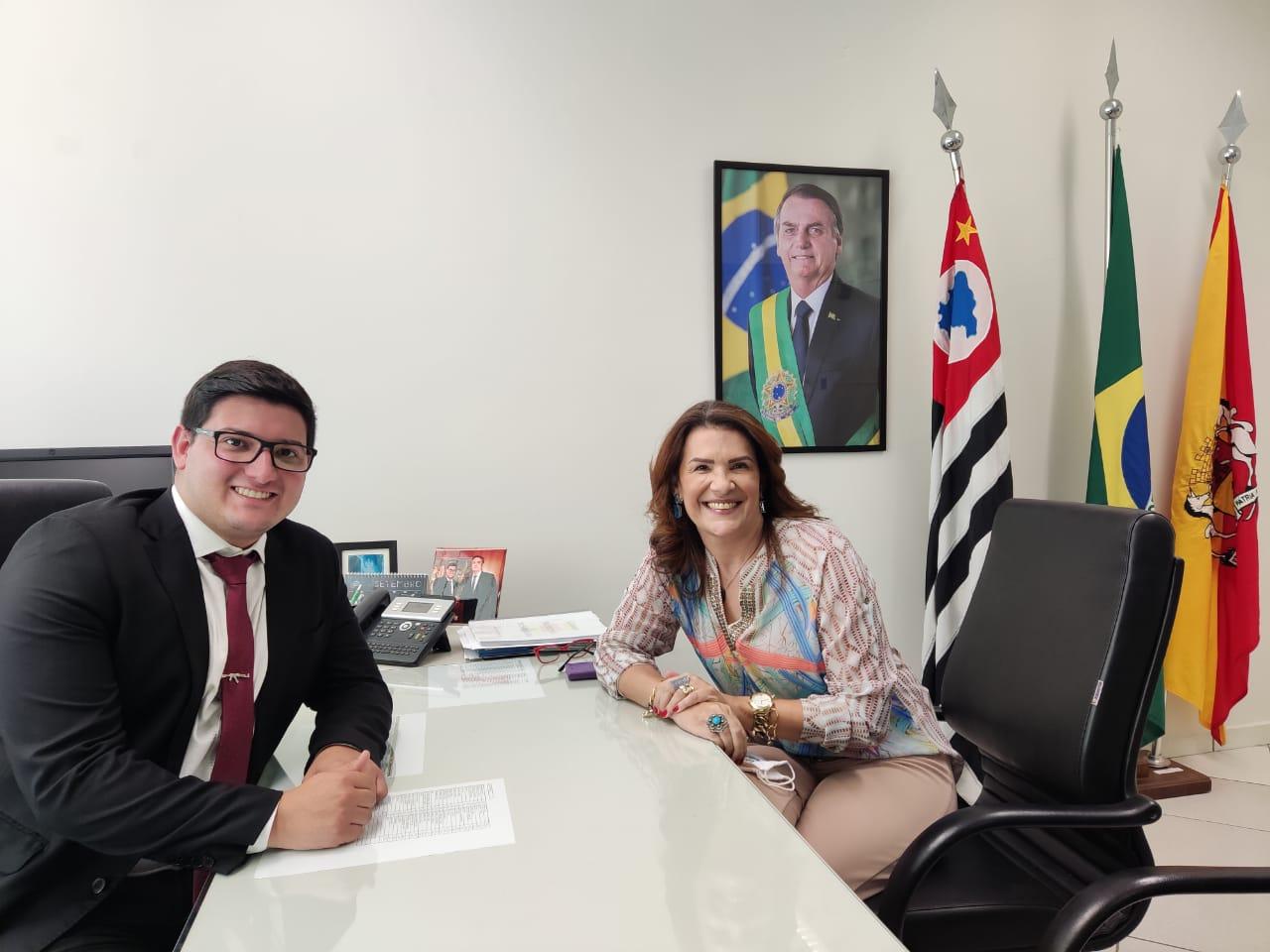 Durante ida para Sorocaba, Valéria Bolsonaro destina R$ 100 mil para hospital e consegue implantação de mais uma Frente Parlamentar no Estado